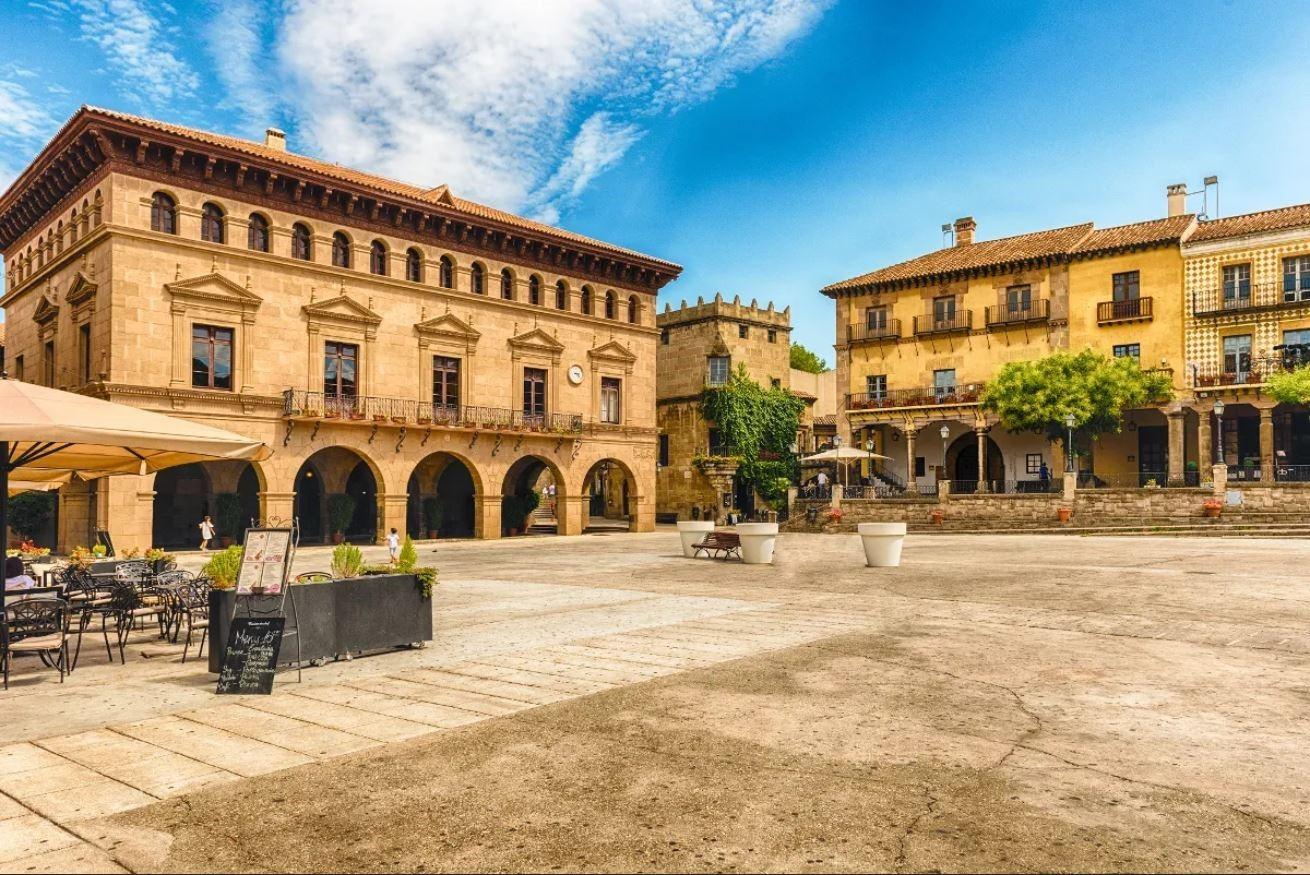 Le Poble Espanyol est un musée de plein air situé dans la ville de Barcelone