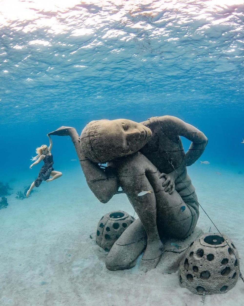 ocean atlas statue à Bahamas