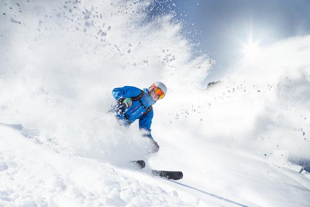 Skier dans les Alpes italiennes